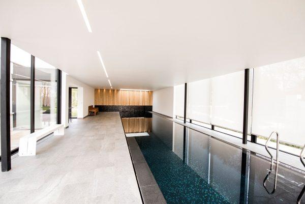 zwembad in veranda